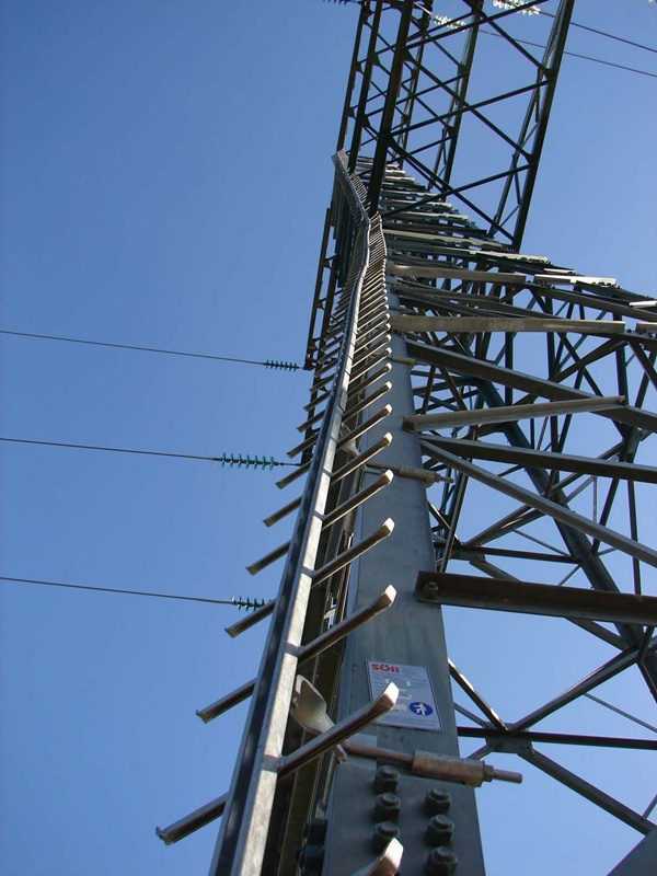 Transmission_towers_NewZealand_01_S_4201